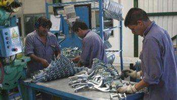 la produccion de pymes industriales se contrajo 3,8% en abril