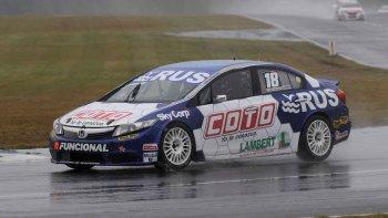 Leonel Larrauri se quedó ayer con la victoria en el autódromo de Concordia.