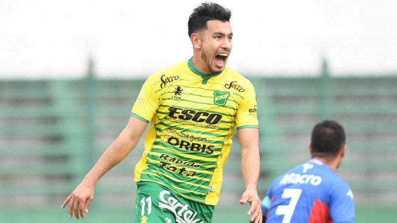 Andrés Ríos festeja el único gol del partido en Florencio Varela.