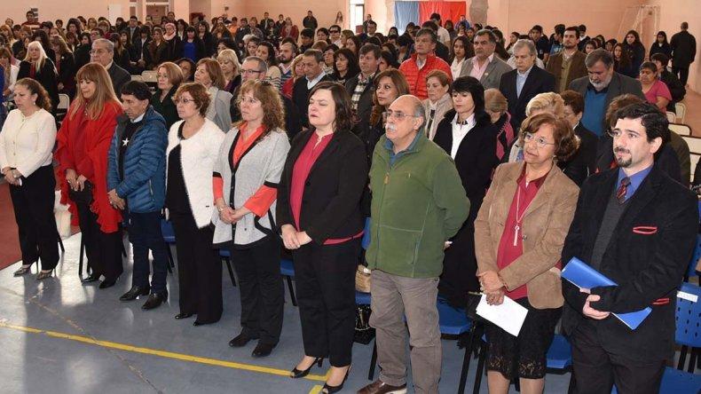 El actual rector Germán Baumann –derecha– compartió la primera fila junto a quienes lo precedieron en el cargo y ex profesores.