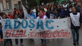 Congresales de la ADOSAC que se reunieron en San Julián resolvieron otro paro de 120 horas. Similar medida dispuso el gremio de docentes de escuelas técnicas, la AMET.