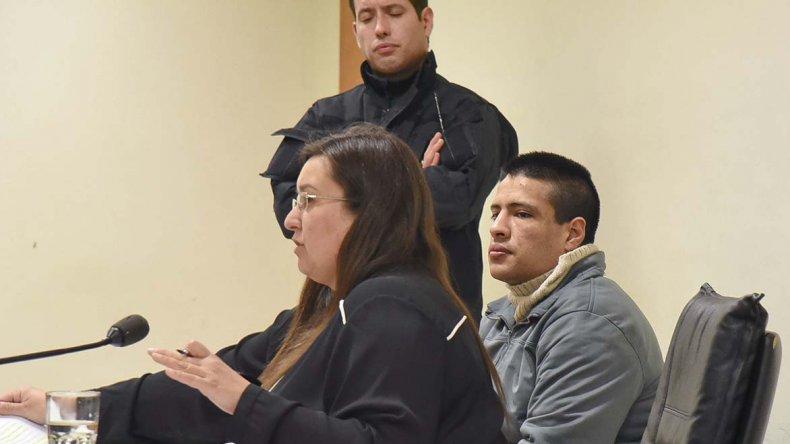 El juicio contra Mario Díaz por el homicidio de su pareja Valeria Palma finalmente comenzó ayer en la Oficina Judicial y El Patagónico fue el único medio presente en la sala.
