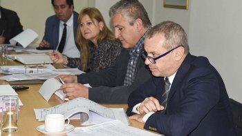 Los concejales se reunieron ayer con miembros del Ejecutivo y del Ente, y luego con directivos de la SCPL.