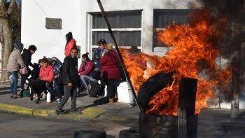trabajadores precarizados reclaman salarios atrasados