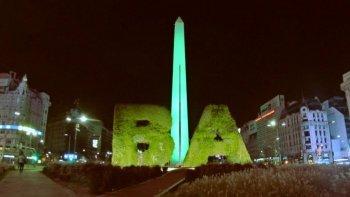 el obelisco se tino de verde por el dia de la donacion de organos