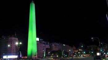 Desde las cero horas de hoy el Obelisco fue iluminado de verde a pedido del INCUCAI, se trata del color que representa la donación