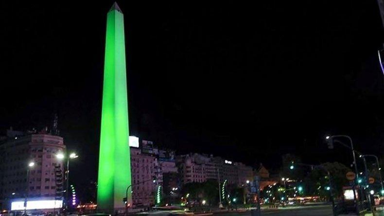 Desde las cero horas de hoy el Obelisco fue iluminado de verde a pedido del INCUCAI