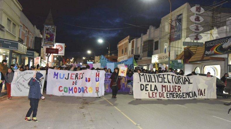 La masiva marcha que Ni Una Menos convocó el año pasado por las calles céntricas de Comodoro Rivadavia.