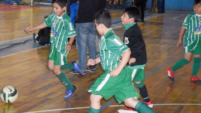 Los chicos disputaron el último domingo una nueva jornada del torneo de fútbol de salón oficial que organiza la CAI.