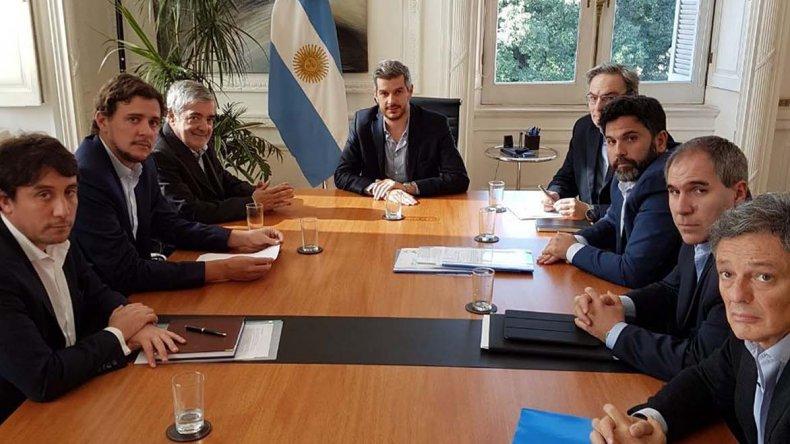 El gobernador Mario Das Neves acordó ayer el trabajo de equipos técnicos en beneficio de empresas chubutenses.