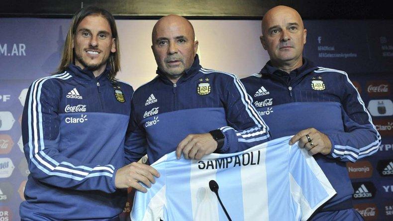 Jorge Sampaoli con su ayudante técnico Sebastián Beccacece y el preparador físico Jorge Desio.