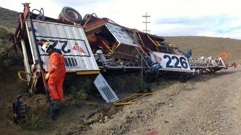 Volcó un camión que transportaba un equipo petrolero de San Antonio