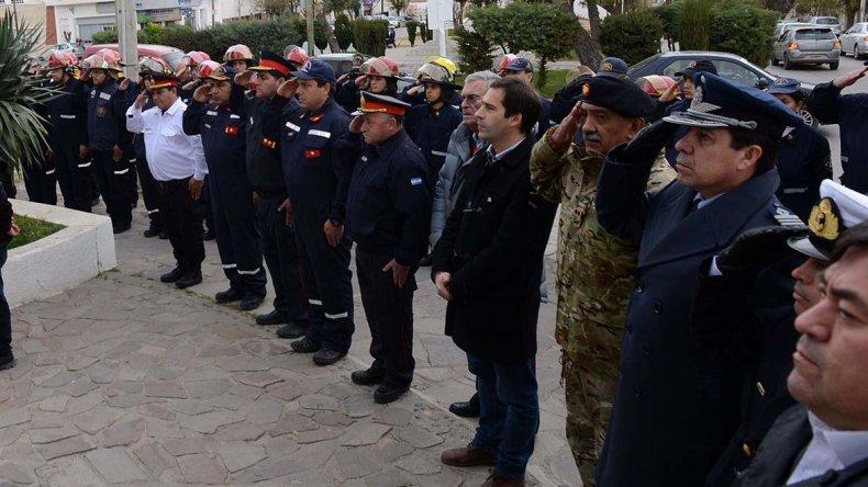 El acto se desarrolló en la plazoleta de Rivadavia y Alsina que honra la figura de los bomberos.
