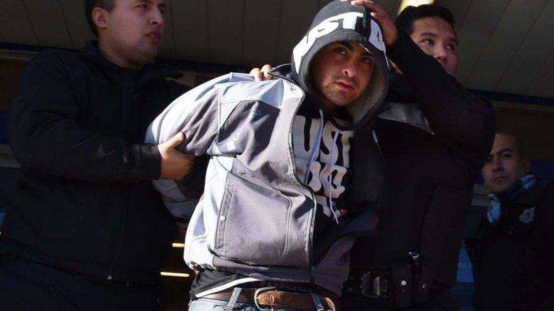 El frustrado ladrón fue reducido de inmediato y trasladado a los calabozos de la Comisaria Seccional Primera.