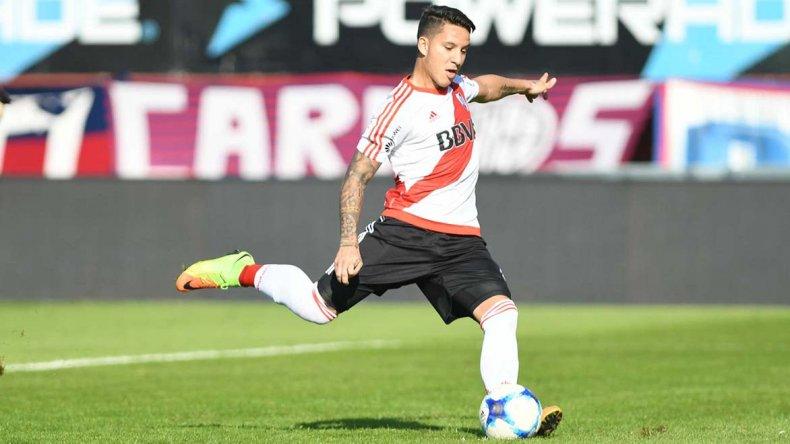 Sebastián Driussi en momentos de marcarle el gol de penal a San Lorenzo.
