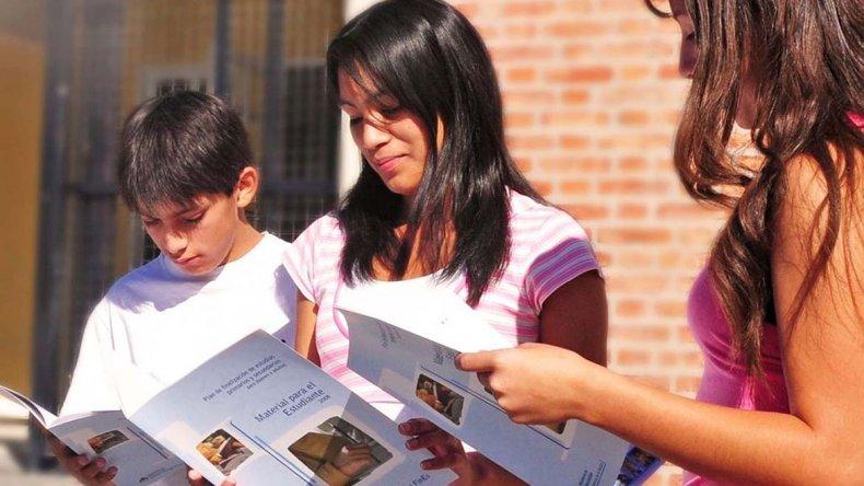 En Chubut cerca de 1.000 estudiantes transitan por el Plan FinEs 1 y otros 2.500 por el FinEs 2.