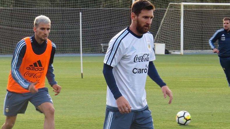 Lionel Messi durante el entrenamiento de la selección argentina ahora conducida por Jorge Sampaoli.