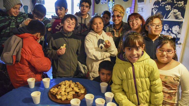 La copa de leche marcó el inicio de un ambicioso proyecto: construir la plaza del barrio con la ayuda de grandes y chicos