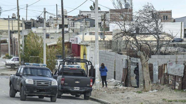 La Brigada de Investigaciones ayer recuperó los elementos que fueron comprados con los créditos personales que obtuvo Daiana Cárdenas. Uno de los allanamientos se realizó en calle Las Margaritas.