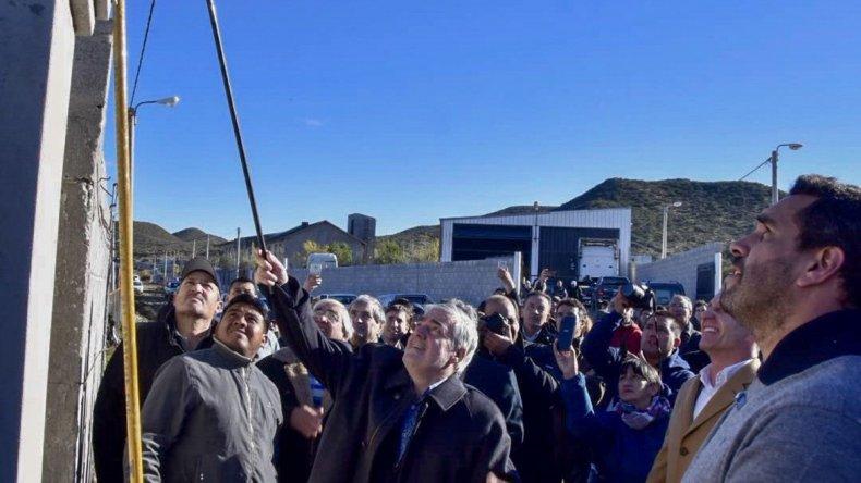 El gobernador al participar ayer en la inauguración simbólica del servicio.