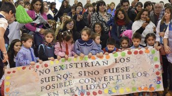 Las escuelas 91 y 493 vivieron ayer un día de fiesta en el barrio Sarmiento.