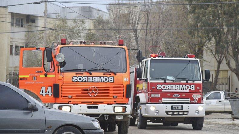 Dos dotaciones de Bomberos trabajaron en el lugar.