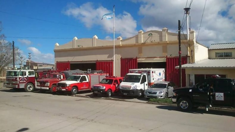 El cuartel de Bomberos de Sarmiento recibió donaciones del Sindicato de Petroleros Jerárquicos.