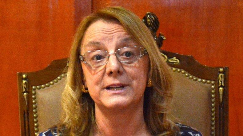 La gobernadora Alicia Kirchner aseguró que Provincia ya remitió toda la información requerida por Nación para acceder a préstamos que le permitirán aliviar el rojo fiscal.