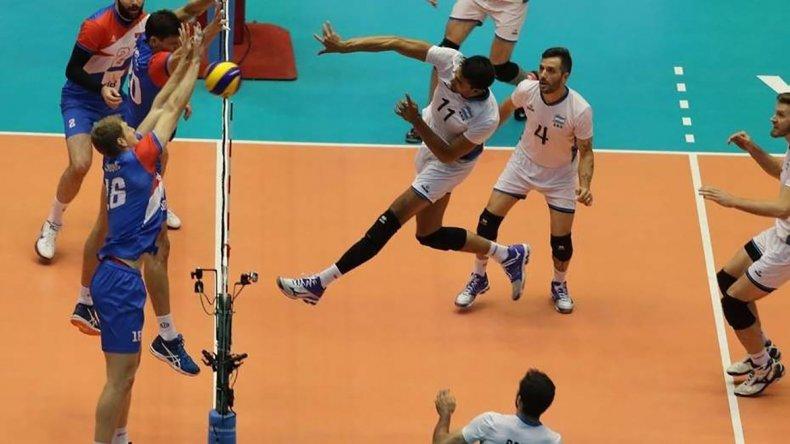 La selección argentina de vóleibol no pudo ante la superioridad de los serbios.