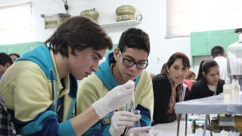 En un principio las pasantías para estudiantes y profesionales de la Universidad Nacional de la Patagonia San Juan Bosco estarán destinadas a las carreras de Bioquímica y Enfermería.