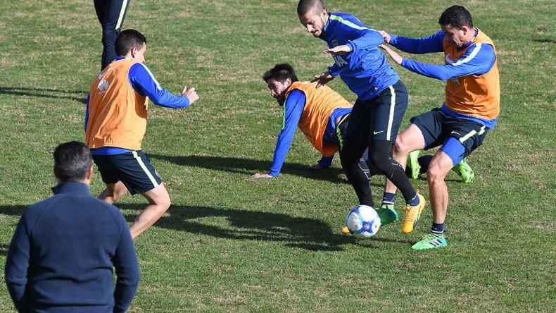 La práctica de Boca tuvo la visita del presidente Daniel Angelici.