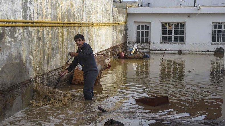 En los distintos barrios de Comodoro Rivadavia sigue la reconstrucción a dos meses del temporal.