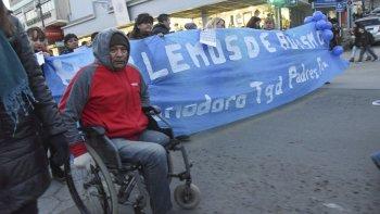 cientos de comodorenses repudiaron la quita de pensiones