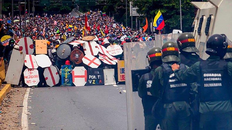 Se suceden los enfrentamientos en las calles de Venezuela.