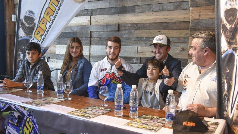 El lanzamiento del GP SM Motos tuvo la concurrencia de cuatro pilotos y dirigentes del motocross.