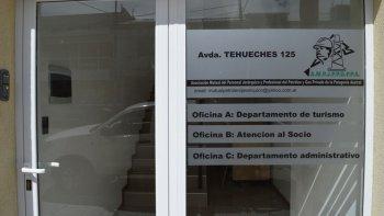 La sede de la mutual de Petroleros Jerárquicos se encuentra en la avenida Tehuelches, en Kilómetro 3.