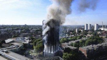 incendio en la torre grenfell: ascienden a 30 los muertos