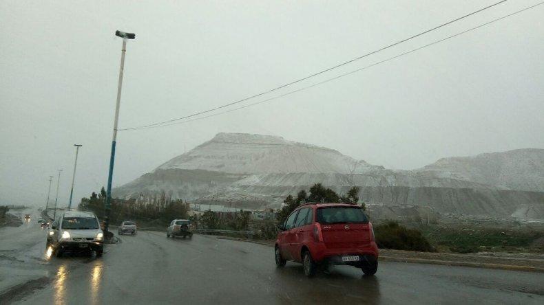 Comodoro y alrededores cubiertos de nieve