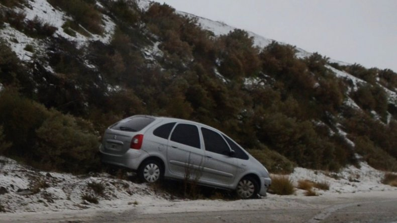 En la zona de curvas del paraje La Lobería se registró el despiste de un automóvil Citröen
