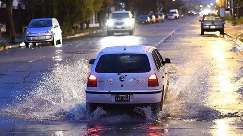 Trelew padece las consecuencias de más de 100 milímetros de lluvia caída en menos de 24 horas.