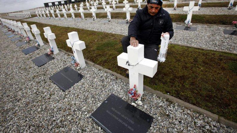 En Darwin están sepultados 123 soldados argentinos cuya identidad se desconoce.