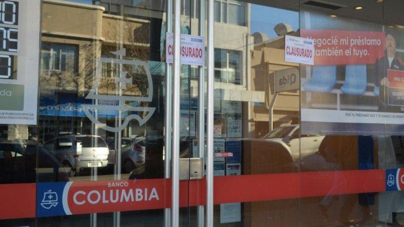 Clausuraron el Banco Columbia por falta de habilitación