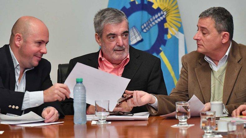 El gobernador Mario Das Neves confirmó ayer que