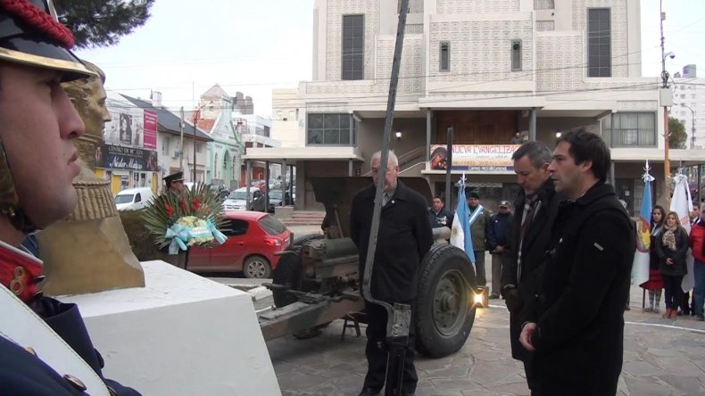 Luque encabezó el acto por el Día de la Bandera en Comodoro