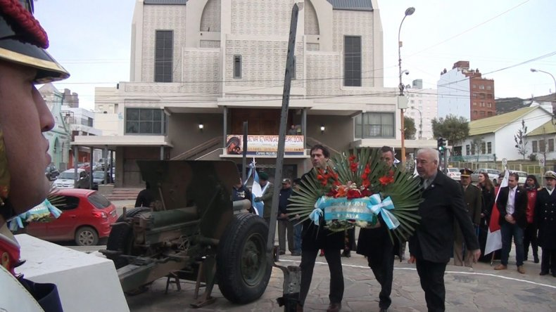 El viceintendente Juan Pablo Luque encabezó los actos de homenaje a Manuel Belgrano en Comodoro.