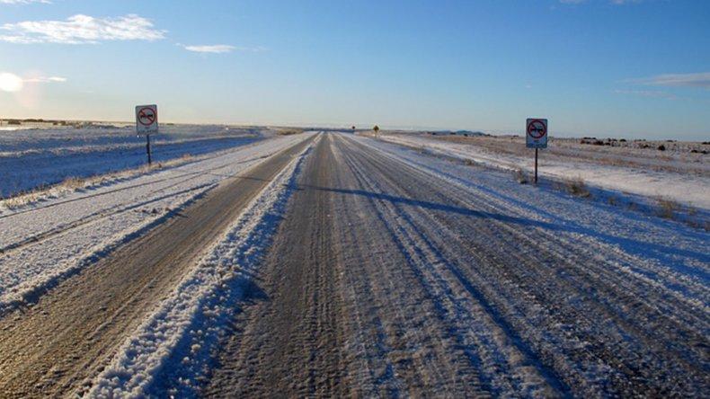 Rutas con hielo: piden circular con precaución