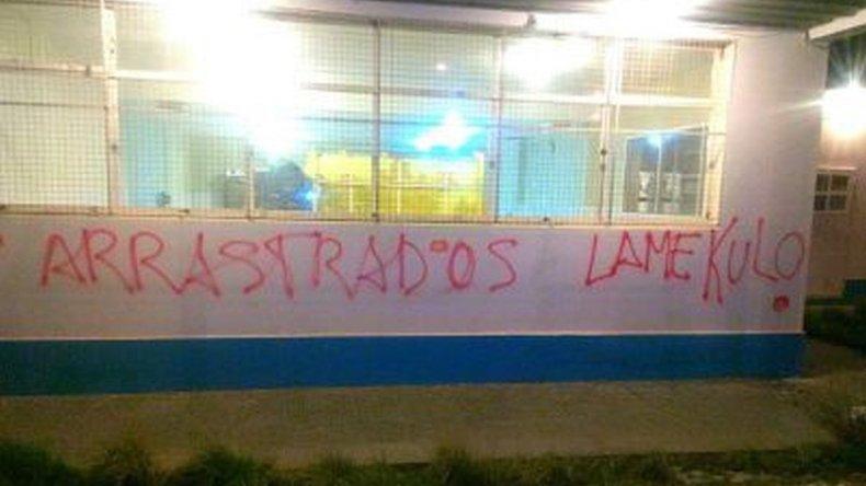 Colegios amanecieron con pintadas en medio del conflicto docente