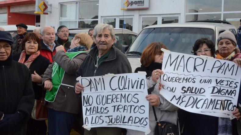 Jubilados de Caleta repudiaron  recorte en coberturas en PAMI