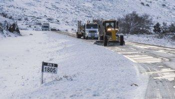 Una de las preocupaciones está concentrada en la conectividad terrestre luego de los cortes de rutas nacionales por nieve y hielo durante los últimos días, sumado a la escasa presencia de máquinas de Vialidad Nacional.