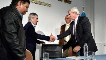 El gobernador Mario Das Neves firmó ayer el acuerdo con CAPSA para la operación del yacimiento de Bella Vista Oeste.